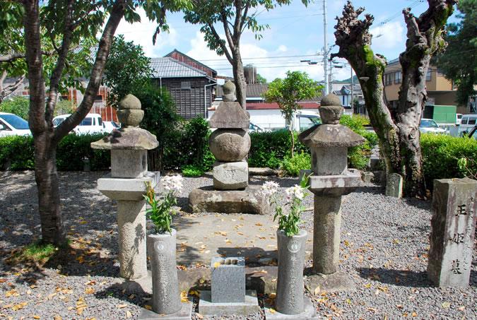 玉姫さまの墓